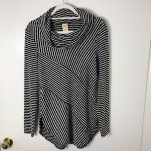 Awesome Faded Glory cozy top!
